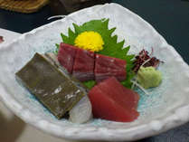 【刺身】主人が市場で仕入れた新鮮な海の幸をご賞味ください