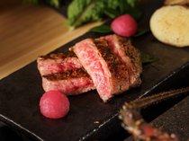 ジュージーな陶板焼~(*^_^*)自家製タレと岩塩でお召し上がりください★
