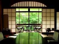【花の棟客室の一例】人気の花の棟のお部屋。落ち着いた雰囲気で癒されます