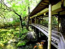 【渡りの橋(登録文化財 )】明治32年築 多くの文人墨客もこの橋を渡りました。