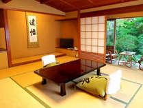 【スタンダード(和室10畳)/温泉内風呂付の一例】中庭向きの客室からの景色※景色は選べません