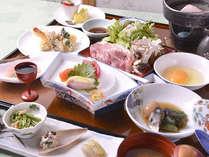 *≪夕食一例≫山形の旬の地のものをふんだんに使用した郷土料理をお召し上がりください。