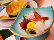 *【夕食一例】新鮮な魚介料理に舌鼓。