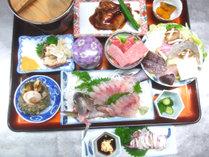 【夕食】スタンダードプランの夕食一例です。新鮮なお刺身はもちろん、充実した魚介や壱岐牛も味わえる♪