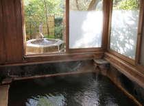 【水明/離れ】天降川沿いに佇む離れ。客室には露天風呂と内湯が備わっている。