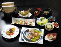 懐石は季節の旬食材をご提供するため、月替わりでメニューを変更