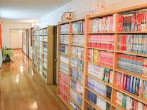 *館内一例/漫画約3000冊完備!お部屋への持ち込みOK!読み放題!昔なつかしいものも