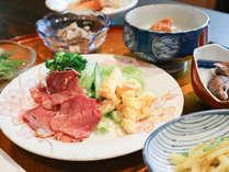 *夕食一例/ボリューミーな手作り夕食は男性のお客様でも満足です♪