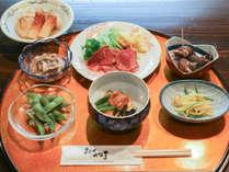 【夕食のみ】手作り和洋膳とここだけの地酒を堪能!人工温泉で森林浴気分を。チェックインは19時までに!