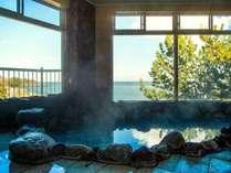 【大浴場】海を望む『月光の湯』季節によっては日の出や満月のムーンロードも楽しめます♪
