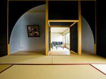 ロイヤルスイートルーム寝室。茶室の様な佇まいの素敵な和室。