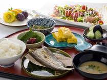 和朝食は干物やカルパッチョなど。