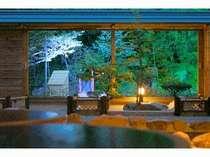 露天風呂~ライトアップがより一層雰囲気を高めます