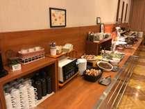朝食は和洋食バイキング(6:30-9:00)長崎郷土料理も提供しております、ぜひお召し上がりくださいませ。