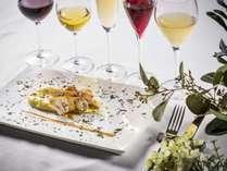 お食事1品1品に合わせたペアリングのワインや日本酒が楽しめる2食プランが当ホテルのおススメ