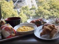 朝食は名古屋テレビ塔を眺めながらお召し上がりいただけます♪
