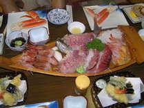 釣り船のある宿だからできる新鮮な魚介類を使った夕食。仕入れにより内容は変わります。