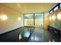 男女別大浴場は夜通しご利用できます。(人工温泉アルカリ軟水泉)1階にございます