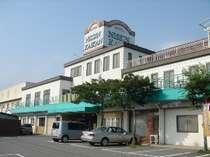 ホテル日新会館  正面から撮影しました。