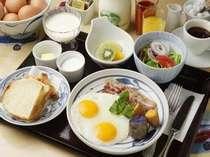 選べる朝食、写真は和定食。他に洋定食・中華がゆ、コンチネンタル。