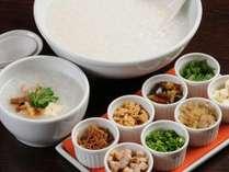 【選べる定食4種類】中華かゆは薄味の鶏だしに薬味を8種ご用意。