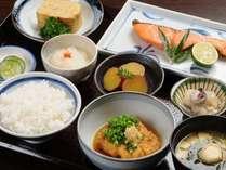 【選べる定食4種類】人気NO1の和定食は手作りの副菜がいっぱい。