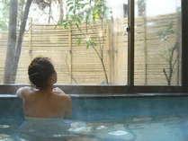 源泉掛け流しの大浴場を完備