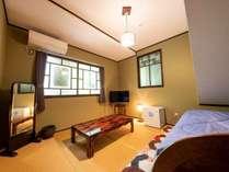 5号室(※訳あり→共用階段下の和室・シモンズベッド1台)