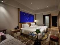 コンテンポラリーなデザインと快適性を兼ね備えた約32平米の開放的な客室