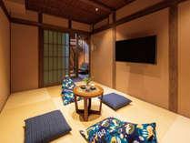 金沢「ひがし茶屋街」徒歩圏内。金沢の伝統工芸のアートが美しい4連棟町家。各町家最大4名様。