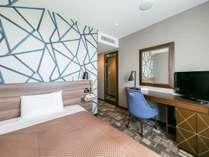 シングルルームは15.8平米/ベッド幅140cmのシモンズベッドです♪