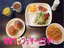朝食ブッフェサービス中