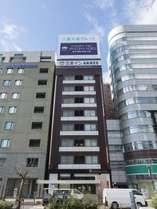 【名古屋駅】真正面からみた当館です。「三重交通グループ」の看板が目印です