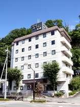 中央自動車道・韮崎インターより車で約10分、JR中央本線・韮崎駅より徒歩で約8分
