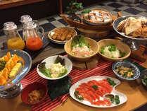 和洋20種類以上の朝食ビュッフェ。。錦江湾の雄大な景色を眺めながら朝一時をお過ごしください。