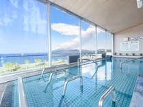 大浴場(桜島)錦江湾と桜島が一望でき、桜島が噴煙する瞬間を見ることができます