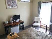 客室一例(ダブル)全ての客室に個別エアコン設置済みです。