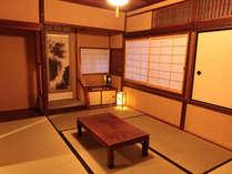 2階には6畳と3畳の和室客間。ゆったりお寛ぎいただけます。