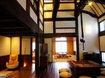 露天風呂付古民家一軒家タイプ。囲炉裏の間と和室、寝室、土縁。他に12帖のリビングもあります