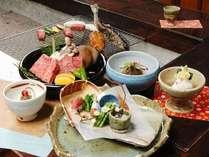 個室の囲炉裏お食事処にて飛騨の幸と特選飛騨牛の炭火焼ステーキをお楽しみください