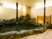 鳴き砂温泉が注がれた岩風呂でゆったりと☆