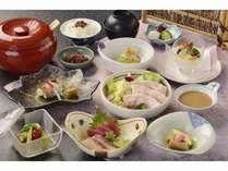夏本番、夏野菜色々とサラダ仕立ての冷やし豚しゃぶ 量を抑えたメニュー! 「夏の和(なごみ)会席プラン」
