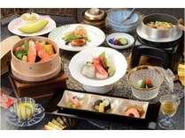 【Web限定】夏目前!1,000円割引と季節の一品料理付!お得な夏の彩会席「タラバ蟹と夏野菜のセイロ蒸し