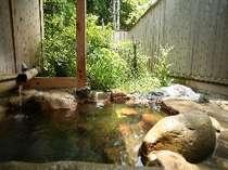 貸切露天風呂(1~2名様用)が2つあります。空いていればいつでもご利用になれます(無料)