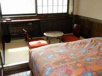和洋室・ツインには小さめですが畳スペースがあります。