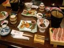 【夕食】旬な素材をつかった夕食は、主人の目にかなった厳選素材。