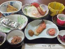 *朝食一例/しっかり栄養をつけて今日も元気に!