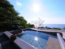 <大浴場の露天風呂>丹後の海に浸かるように温泉をお楽しみください。