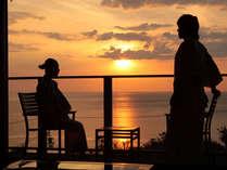 はかない夕日のひとときを。離れ客室「海鈴」でから眺める日本海の情景