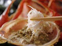 茹で蟹のカニみそも生や焼きとは異なる美味をお楽しみ頂けます。蟹身を絡めてお楽しみ下さい